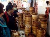 外食と旅行、香港がアジアで1位。