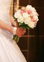 結婚式費用を抑えるカップルが増加