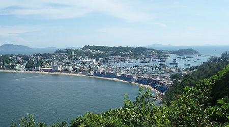 長州島の観光客が20%増 道路清掃員は大忙し