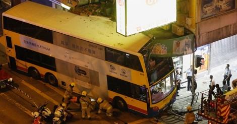 二階建てバスで3名死亡30名負傷の大事故