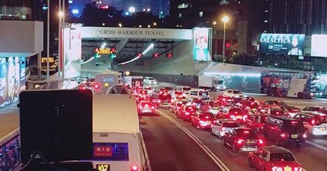 海底トンネル、料金変更で渋滞解決