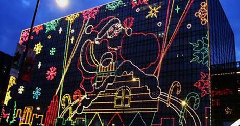 毎年恒例、尖沙咀東でクリスマス・イルミネーションが開始